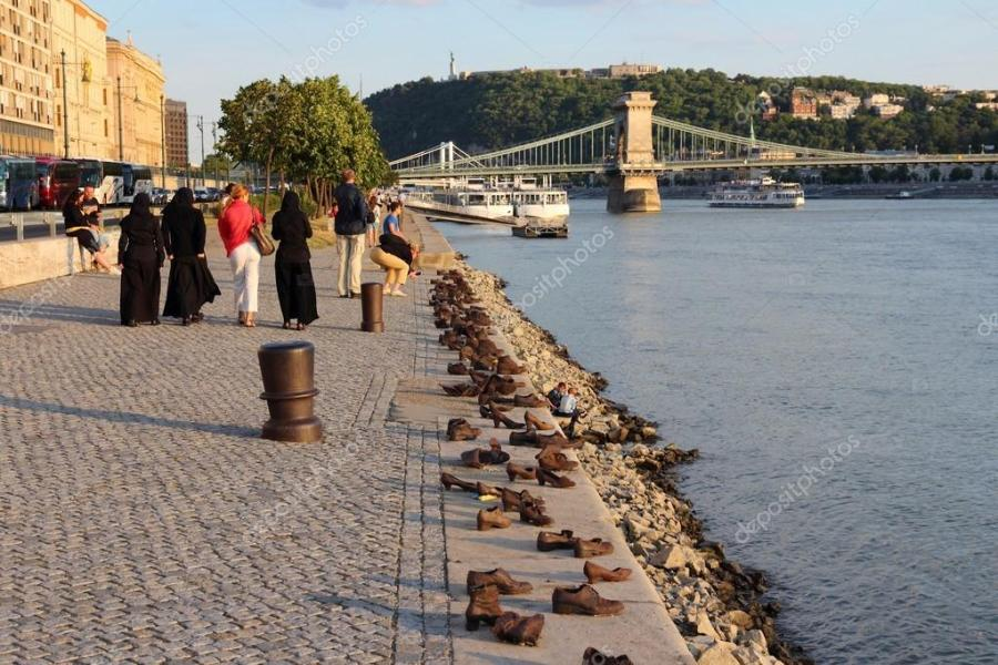 depositphotos_61422035-stock-photo-budapest-shoes