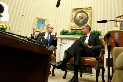 U.S. President Barack Obama listens as he hosts a meeting with Ukraine Prime Minister Arseniy Yatsenyuk (L) in the Oval Office of the White House in Washington, March 12, 2014. REUTERS/Larry Downing (UNITED STATES - Tags: POLITICS) - RTR3GTPE