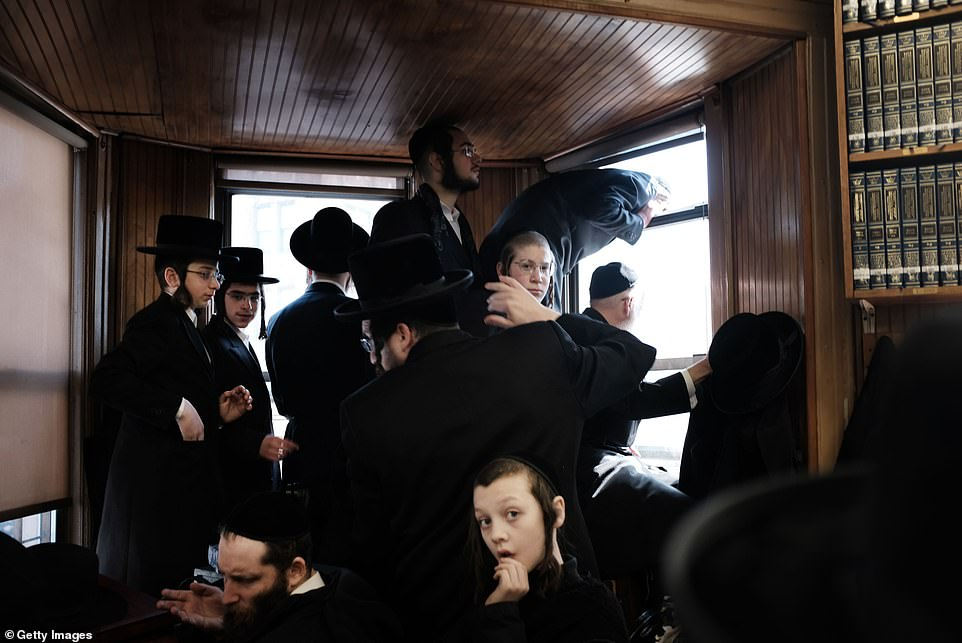 11780166-6878831-There_were_chaotic_scenes_at_the_funeral_where_the_police_lost_c-a-4_1554242158217