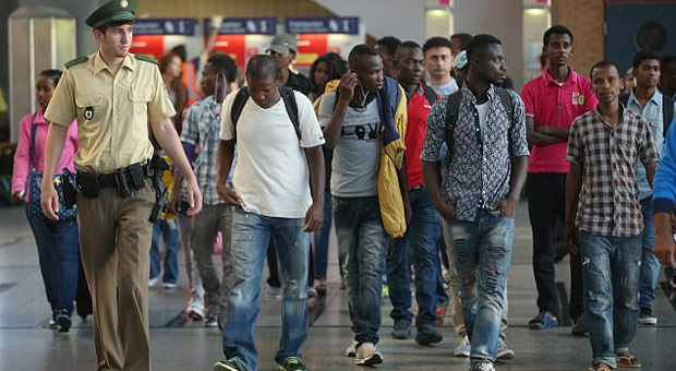 un-flying-migrants-africa-germany-refugee-resettlement-1211019